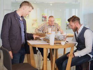 Patrik, Hans und Björn (vlnr) bei der Arbeit